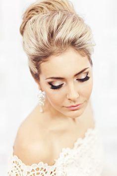 paupières en blanc et boir, eye liner et faux cils pour la mariée glamour