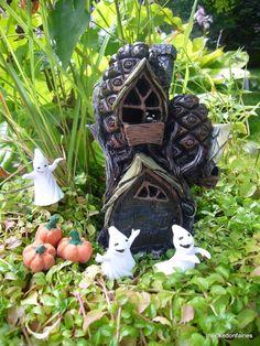 Miniature Pine Cone Townhouse w Hinged Door Fairy Pixie Garden Hobbit