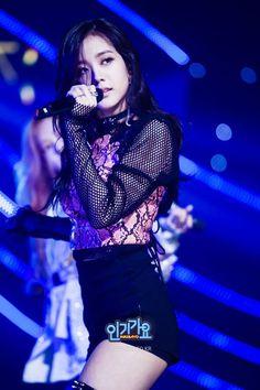jisoo black pink <3