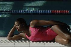 Female Stealth Powerback, Speedo - Virginie Dedieu, natation synchronisée - Performance et féminité, voilà ce que propose ce maillot de bain ! Une coupe à la base classique mais qui est féminisée par les motifs et la couleur rose. Ce une-pièce donne une véritable allure de battante...
