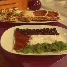 too pretty to eat Palestine Food, Gaza Strip, Arabic Food, Yummy Food, Beef, Chicken, Cooking, Ethnic Recipes, Arabic Recipes