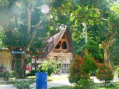Rumah Tradisional di Samosir @sudutindonesia @pewartafotoindonesia @garuda.indonesia #JelajahSumut #JelajahNusantara #OriginalPhoto #LakeToba #DanauToba #Samosir #MyTraveling