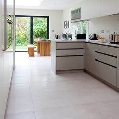 Kitchen extension with neutral stone tiles, neutral cabinetry, wooden table and bench Kitchen Diner Extension, Open Plan Kitchen Diner, New Kitchen, Beach House Kitchens, Home Kitchens, Diy Kitchen Decor, Kitchen Ideas, Kitchen Cabinet Styles, Farmhouse Style Kitchen