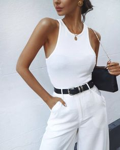 All white outfit for smart casual outfit for women. All white outfit for smart casual outfit for women. All White Outfit, White Outfits, Trendy Outfits, Casual Smart Outfit Women, Smart Casual Outfit Summer, Look Fashion, 90s Fashion, Fashion Outfits, Womens Fashion