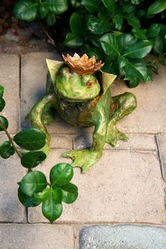 Paper Mache Frog Prince Scupture by PeggithasPieces on Etsy Paper Mache Clay, Paper Mache Sculpture, Paper Mache Crafts, Sculpture Art, Paper Sculptures, Frog Illustration, Frog Crafts, Frog Art, Frog And Toad