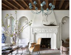What happens when Ellen Kavanaugh takes a not-so-serious approach to a refined Palm Beach House? Perky colors, sly cinematic references, and an extravaganza of high-spirited patterns. Interior Design Tips, Interior And Exterior, Room Interior, Beach House Tour, Colored Ceiling, Ceiling Color, Mediterranean Homes, Design Blog, Living Room Remodel