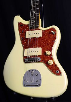 Fender announced the Jazzmaster at the 1958 NAMM show as a high-end jazz guitar with an array of innovative features and sleek sports-car inspired curves. Fender Electric Guitar, Vintage Electric Guitars, Vintage Guitars, J Mascis, Guitar Inlay, Jazz Players, Namm Show, Elvis Costello, Jazz Guitar