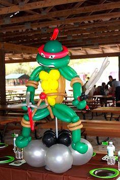 Absolutely love the teenage mutant ninja turtle party balloons! Ninja Turtle Party, Ninja Turtle Balloons, Ninja Party, Ninja Turtle Birthday, Ninja Turtles, Turtle Birthday Parties, 5th Birthday Party Ideas, Ideas Party, Balloon Decorations