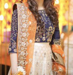 Pakistani Party Wear Dresses, Simple Pakistani Dresses, Shadi Dresses, Designer Party Wear Dresses, Pakistani Wedding Outfits, Pakistani Bridal Dresses, Pakistani Dress Design, Indian Designer Outfits, Pakistani Mehndi Dress