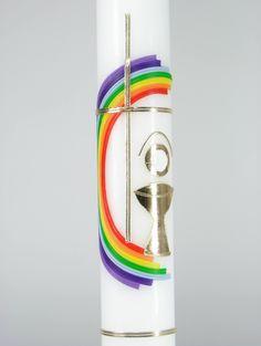 Kerze zur Erstkommunion Weiße Kerze Wachsdarstellung: Regenbogenund Goldenes Kreuz Größe: 40 cm Durchmesser:3,5 cm Mögliche Beschriftung: Goldfarbene Buchstaben werden...