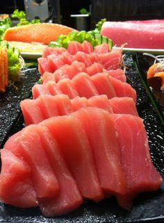 My mouth is watering ; Sushi Co, Sashimi Sushi, Tempura, Mochi, My Favorite Food, Favorite Recipes, Fresh Sushi, Tapas, Sushi Recipes