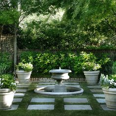 Small garden fountains backyard water fountain as small garden Formal Gardens, Small Gardens, Outdoor Gardens, Design Fonte, Fountain Design, Fountain Ideas, Modern Fountain, Design Jardin, Water Features In The Garden