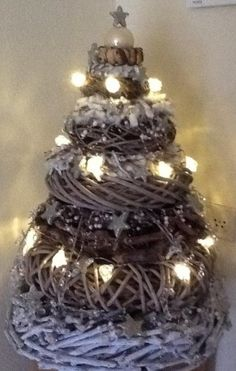 Kerstboom van kransen :: Wreaths ~ layer upon layer . Noel Christmas, Rustic Christmas, Winter Christmas, Christmas Wreaths, Navidad Diy, Theme Noel, Christmas Inspiration, Xmas Decorations, Christmas Crafts