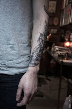 tattoo of leaves twisting around the arms. love love love this.