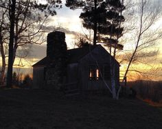 The Studio during its favorite time of day. #vt #vermont #sunset #vermontlife #landscape #newengland #cabin #rustic