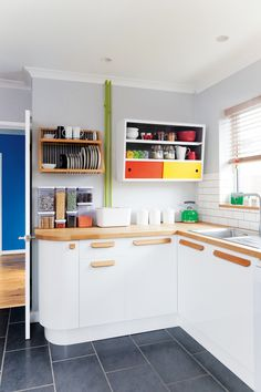 White kitchen with updated wooden handles and brightly coloured painted touches Wooden Kitchen Cabinets, Kitchen Cabinet Handles, Kitchen Cabinet Colors, Kitchen Colors, Home Decor Kitchen, Kitchen Furniture, New Kitchen, Kitchen Design, Old House Decorating