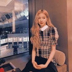 Living Barbie, Cute Rose, Jennie Lisa, Chewing Gum, Korean Drama, Oreo, Barbie Dolls, Girl Group, My Girl