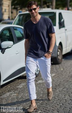 German model Johannes Huebl is one of the most consistently best-dressed men on earth. Sophisticated but uncomplicated, these are his 15 best looks and how you can replicate them Fashion Over 40, Paris Fashion, Mens Fashion, Men With Street Style, Men Street, Johannes Huebl, White Jeans Outfit, Best Dressed Man, Suede Chelsea Boots