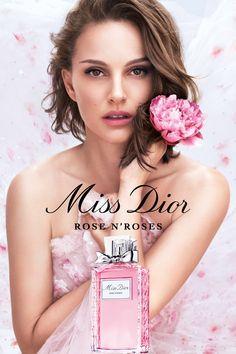 Découvrez le nouveau Miss Dior, une profusion de roses de Grasse rafraîchies par un zeste de bergamote. L'énergie d'un floral pétillant. #missdiorforlove Dior Beauty, Beauty Ad, French Beauty, Beauty Shots, Beauty Makeup, Fashion Beauty, Natalie Portman Dior, Parfum Miss Dior, Nathalie Portman