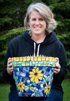 Big beautiful mosaic flower pot in blue and yellow Mosaic Planters, Mosaic Garden Art, Mosaic Tile Art, Mosaic Vase, Mosaic Flower Pots, Mosaic Artwork, Blue Mosaic, Mosaic Diy, Mosaic Crafts