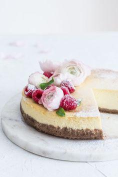 Cheesecake s malinovovu omáčkou – Lapetit Cheesecakes, Food, Meal, Essen, Hoods, Cheesecake, Meals, Eten, Cheesecake Pie