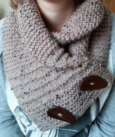 Bekijk de foto van tinusdekat met als titel leuke kol om zelf te maken. erg makkelijk! en andere inspirerende plaatjes op Welke.nl. Knifty Knitter, Loom Knitting, Knitting Needles, Knitting Patterns, Vest Pattern, Knitting Accessories, Knitting For Beginners, Yarn Needle, Diy Crochet