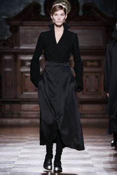 http://www.vogue.com/fashion-shows/fall-2014-ready-to-wear/aganovich/slideshow/collection