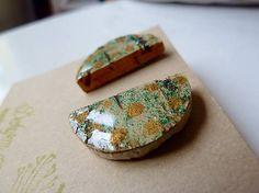 Martinuska / Zelené so zlatými bodkami/cork earrings