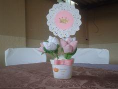 lembrancinhas centro de mesa para festa princesa com tulipas em tecido