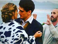 """Entrenando el primero beso 💏 me encanta esa foto 😍 """"Todo el mundo estaba esperando esa secuencia del beso entre Alicia y Julio y solo hicimos una sola toma...si, por que estaba anocheciendo ya, bueno, un poco de lío...y debió quedar muy bien a la primera por que yo después lo vi en casa, en el capítulo y quedo muy creíble...""""👈@amaiasalamanca_ 💬 #julioylicia#primerobeso#makingof#dvd#granhotel 🏰💘 Grand Hotel Cast, Gran Hotel, Tv Couples, Made In Heaven, Love And Respect, Period Dramas, Fairy Tales, It Cast, Romantic"""