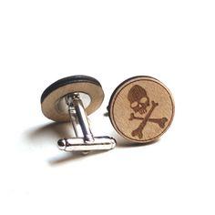 Gemelli in legno con teschio su supporto metallico di DARQDESIGN