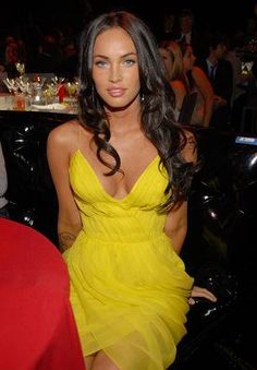 love this yellow, with the dark hair...i need one