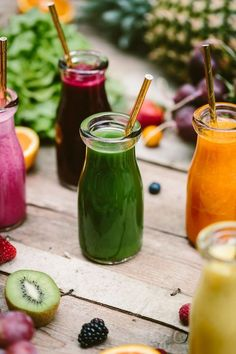 Benefits of Smoothies: Having been drinking one smoothie a day for the last 4 months, here are why I think smoothies are good for you. Health Drinks Recipes, Health Snacks, Health Diet, Healthy Drinks, Healthy Smoothies, Health Fitness, Juice Recipes, Healthy Eats, Healthy Skin