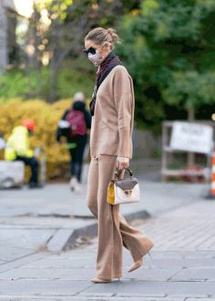Estilo Olivia Palermo, Olivia Palermo Lookbook, Olivia Palermo Style, Street Chic, Street Style, High Waisted Knickers, Crop Top Bra, Casual Fall, Bra Tops