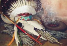Every element of Native American arts and crafts tells us a unique story about American traditional life. These items included weapons they used to fight down the enemy, clothing and jewelry, musical instruments and amulets.
