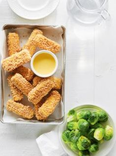 Crispy, crunchy tofu fingers paired with a sweet and tangy mustard sauce, the kids will absolutely love this weeknight recipe! Tofu Recipes, Vegetarian Recipes, Healthy Recipes, Dried Vegetables, Veggies, Ricardo Recipe, Honey Mustard Sauce, Crispy Tofu, Healthy Side Dishes