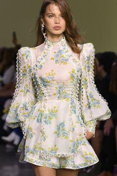 Zimmermann at New York Fashion Week Spring 2018 - spring fashion Funky Fashion, Look Fashion, High Fashion, Fashion Show, Fashion Design, Fashion Spring, Formal Fashion, Classy Fashion, Party Fashion