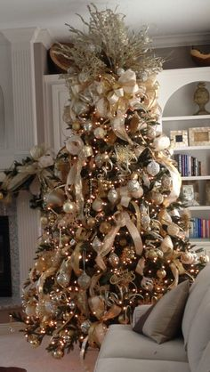 Gold, cream and champagne themed Christmas Tree works perfectly in this white and cream home. Tothegoodlifewithme.wordpress.com