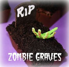 Zombie Grave Mini Cakes - Confessions of a Cookbook Queen Spooky Food, Spooky Treats, Spooky Scary, Creepy, Halloween Desserts, Halloween Treats, Halloween Foods, Halloween 2019, Halloween Stuff