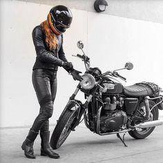 Luusama Motorcycle And Helmet Blog News: Motorcycle Girl Babes with Harley-Davidson, Kawasaki, Honda, Suzuki, KTM, Triumph, Victory Motorcycles,... Masei Helmets