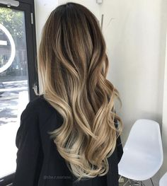 Want to upgrade your hair color? Then you need to try a balayage. Here, 20 gorgeous balayage hair looks that will inspire your next salon visit. Brown Hair With Blonde Highlights, Balayage Hair Blonde, Hair Highlights, Bayalage, Balayage On Asian Hair, Blonde Asian Hair, Brown Hair With Blonde Balayage, Balayage Hair Brunette With Blonde, Ombre Balayage