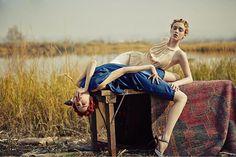 """O site da Vogue Brasil tem a seção Banco de Talentos na qual apresenta jovens criadores das áreas de fotografia beleza e styling em editoriais publicados mensalmente. O foco está em profissionais daqui e do exterior que podem enviar seu editorial centrado em moda/beleza feminina e com no mínimo 4 fotos para o e-mail bancodetalentos@globocondenast.com.br. Participe! (Na foto o editorial """"Roadside"""" clicado no interior do Estado de Nova York pelo fotógrafo chinês @haozeng_com com maquiagem…"""