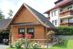 Chatka Ciko Stara Lesna Surrounded by the High Tatras National Park in the village of Star? Lesn? and the Tatranska Lomnica Skilift reachable within 4 km, Chatka Ciko offers a self-catered accommodation, a garden with barbecue facilities, a children?s playground and ski...