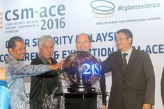 Common objective: Science , Technology and Innovation Minister Datuk Seri Panglima Madius Tangau (2nd right) officiating the soft launch of the CSM-ACE 2016. Looking on (from left) are Suhaimi Hamzah, Jen Tan Sri Mohd Azumi Mohamed and Dr. Amirudin