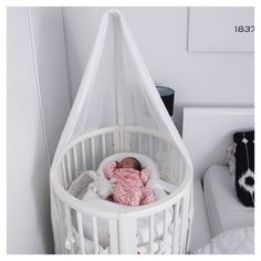 @boho_addict - Baby girl nursery - Sleepi Mini Stokke Crib
