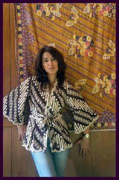 Hfh. www.sieradenschilderijenatelierjose.com Batik Blazer, Blouse Batik, Batik Dress, Batik Fashion, Diy Fashion, Womens Fashion, Fashion Design, Traditional Fabric, Traditional Dresses