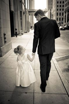 Sweet photo ideas with your flower girl or ring bearer