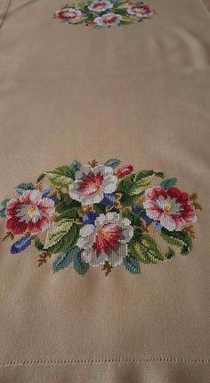 Neşe'nin gözdeleri Cross Stitch Rose, Cross Stitch Flowers, Cross Stitch Embroidery, Hand Embroidery, Cross Stitch Patterns, Cross Stitching, Embroidery Designs, Needlepoint Kits, Ribbon Work