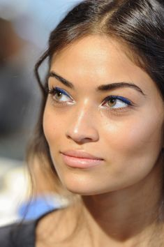 cobalt blue eyeshadow, perfect for Green or Hazel eyes & a natural lip. <3 !!