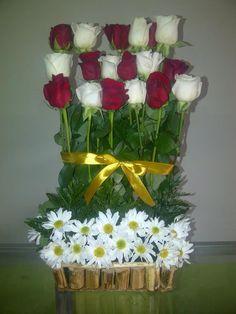 Rosas blancas con rojas